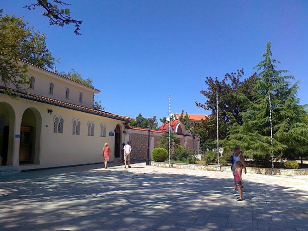 Η αυλή του Μοναστηριού