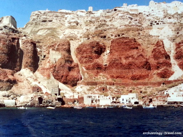 The port of Santorini, in the centre of the volcanic caldera.