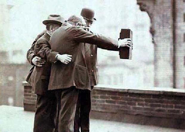 """Βρέθηκε η πιο παλιά """"Selfie"""" στο κόσμο"""