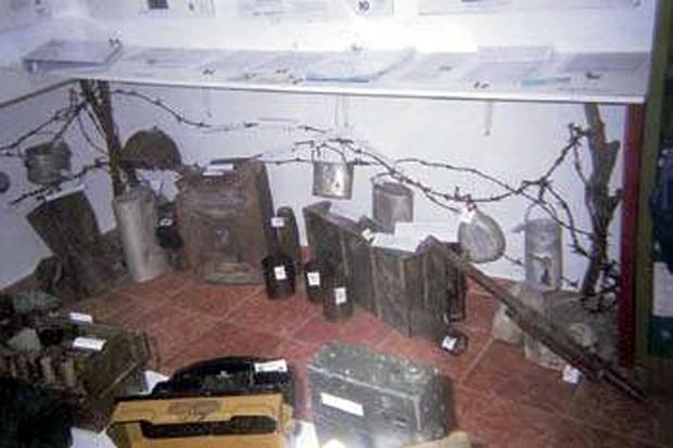 Ατομικά είδη εκτελεσμένων στρατιωτών και τηλεπικοινωνιακό υλικό της ιταλικής Μεραρχίας (Ριζοσπάστης)