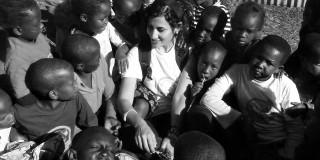 Κεφαλονίτισσα παραδίδει μαθήματα αγγλικών σε οροθετικές γυναίκες και παιδιά στην Κένυα