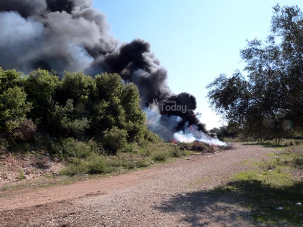 Μαύρος καπνός στα Περατάτα