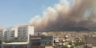 Καρέας: Καίγονται σπίτια