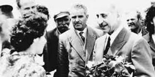 Η Γεωργία Ρηγάτου προσφέρει ανθοδεσμη στον μεγάλο Ευεργέτη κ. Τυπάλδο Μπασιά