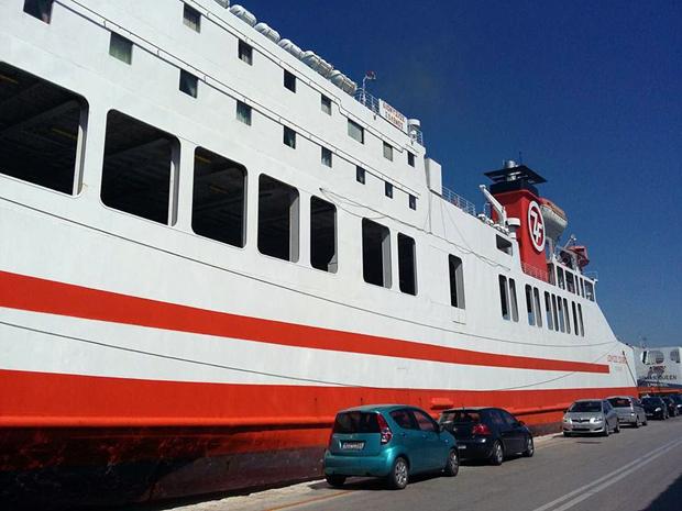 Το πλοίο στο λιμάνι της Πάτρας