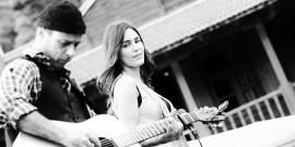 Ο Simos Kokavesis και η Georgia Poutous στο Mescalero Café-bar