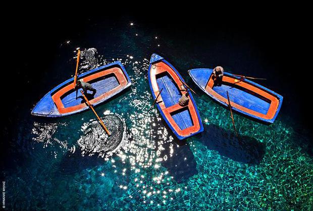 Ετοιμες οι βάρκες για τη βόλτα στα νερά της Μελισσάνης